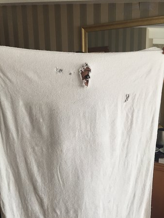 Aprilis Hotel : Towel with holes