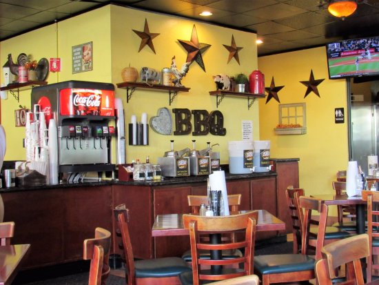 Bubba S Smokehouse Bbq Inside Of Restaurant