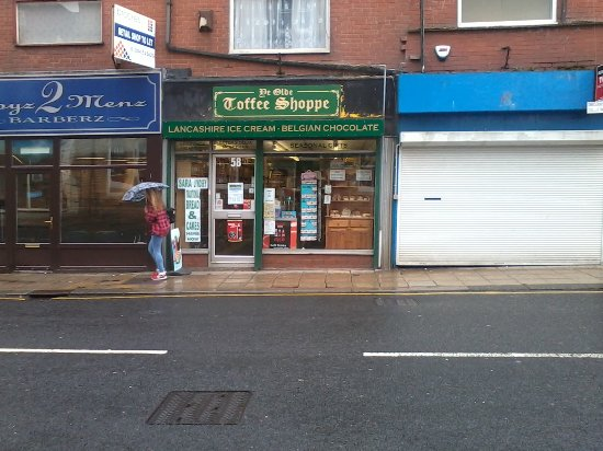 Horwich, UK: shop front