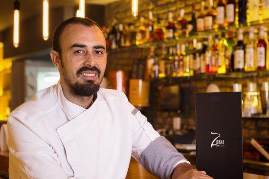Jefe De Cocina Barcelona | Nuestro Jefe De Cocina Youssef El Mazari Fotografia De Zinbar