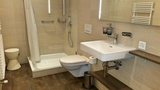 Bagno in comune per la categoria Basic - Bild von Hotel Pestalozzi ...