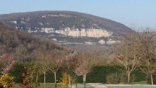 Brengues, France: Vue de la terasse et piscine