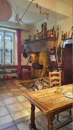 Les Thons, France: Restaurant.....et musée