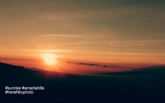 Pagi Hari Dengan Pemandangan Matahari Terbit Yang Indah