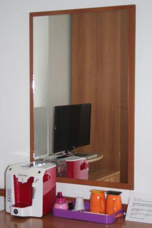 Hotel Ariston : Avec frigo, cafetière le tout compris dans le prix de la chambre