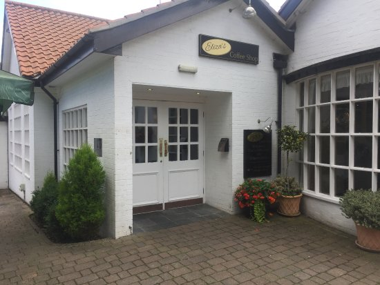 Walkington, UK: This is the rear entrance to the main fergie building and opens up in to a beautiful cafe area