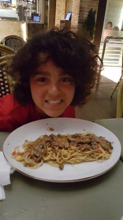 Noah Restaurant & Lounge: Pasta with steak and mushroom sauce