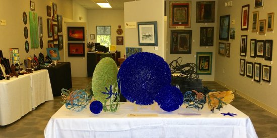 Palm Coast, FL: The Flagler County Art Lesgue Summer Sale in the main Gallery