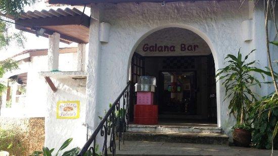 Mombasa Go-Kart: 餐廳外面