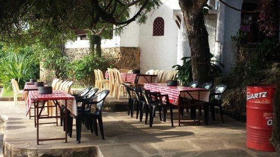 Mombasa Go-Kart: 餐廳裡面