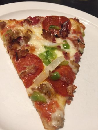 Bellefontaine, OH: Great pizza with fresh toppings. Pepperollis are very large but prepared well.