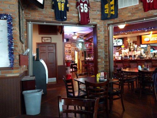Findlay, OH: bar area