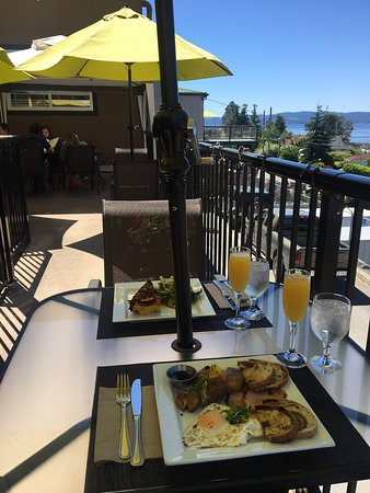 Tree Frog Bistro: Brunch with a view on weekends!