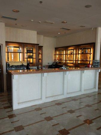 Dugopolje, Croacia: Hotel Katarina lobby, entrance and breakfast dining area