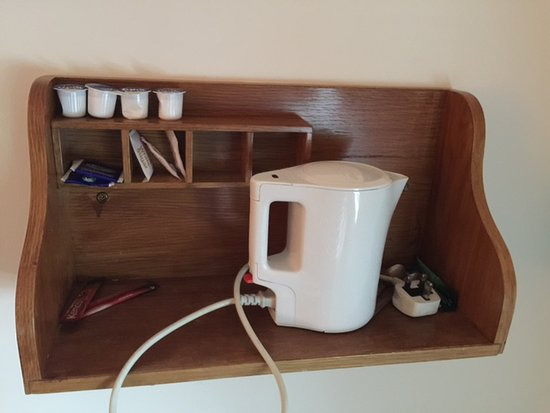 Mulranny Park Hotel: The in-room tea-making facilities (fully stocked!)