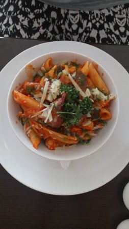 Tramore, Ierland: Pasta in tomato sauce with chicken and crispy bacon