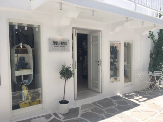 Naoussa, Grèce : Unique handcrafted jewellery, silk scarves and accessories by Greek designers