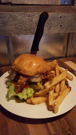 ซัฟฟอล์ก, เวอร์จิเนีย: Build-a-Burger every Monday 5pm-Close.