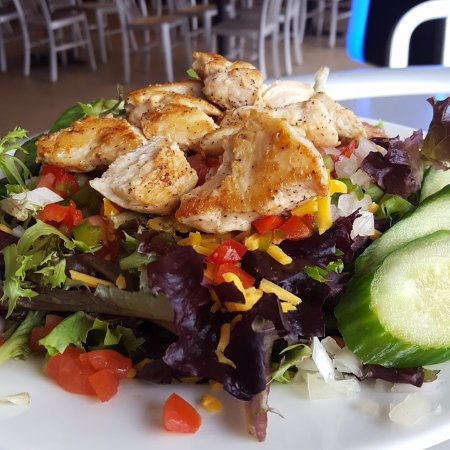 Suffolk, Wirginia: Mason's Salad with grilled Chicken