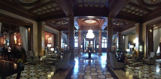 The Westin Excelsior Florence: Il sontuoso ingresso