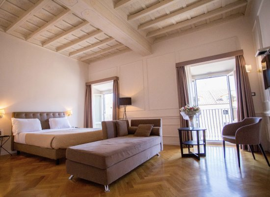 Splendor Suite Rome: One of our beautiful Deluxe rooms.... 101, with the view of the PIAZZA.