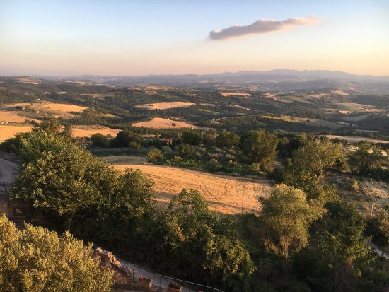 Gualdo Cattaneo, Italy: Great view from Torre