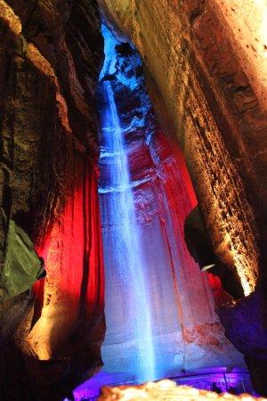 红宝石瀑布