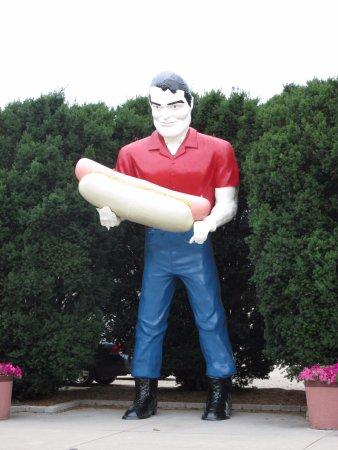 Atlanta, IL: Giant Statue