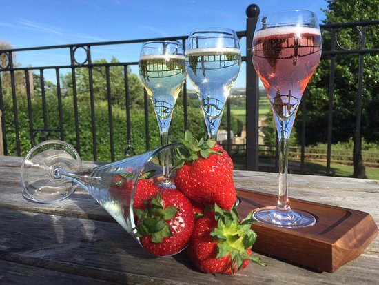 Calne, UK: NEW - Flight of Champagne 