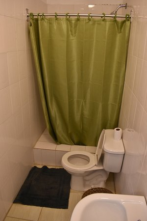 Eucalyptus Guest House: An example of one of the many private bathrooms we have in our rooms