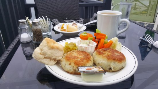 Lockeport, Canada: Fish cakes and coffee by the water ...
