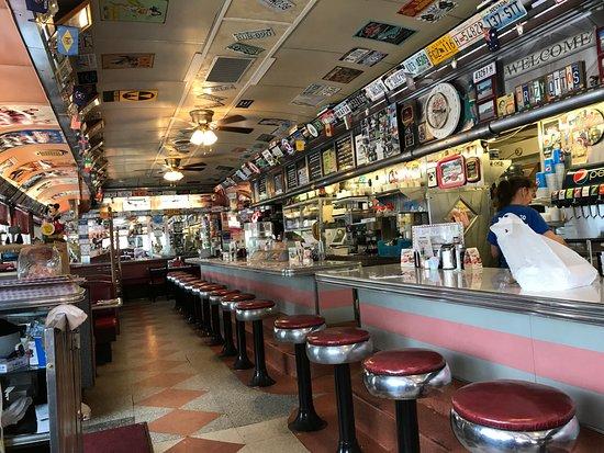 Crazy Otto's Empire Diner: Great decor