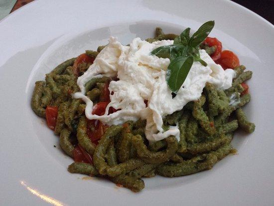 La Locanda Abruzzese : passatelli al basilico con pomodorini e burrata x1