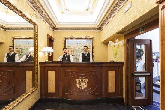 Hotel Manfredi Suite in Rome: Ricevimento