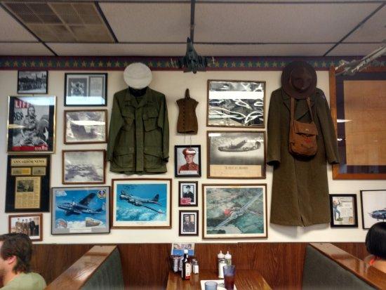 Ypsilanti, MI: Bomber Restaurant