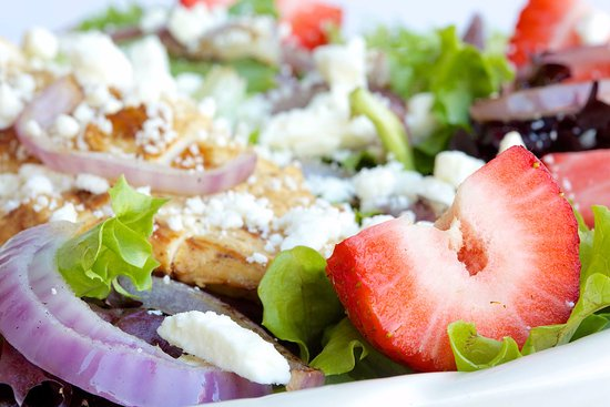 Summit, NJ: Mesclun with Strawberies and Grilled Chicken Salad