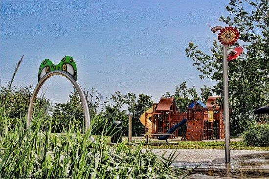 Petite-Riviere-Saint-Francois, Canada: Jeux d'eau, Parc des Riverains