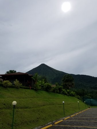 Hotel Lomas del Volcan: view from parking lot