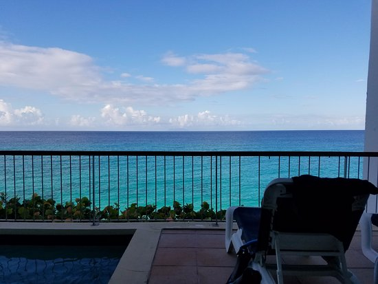 Cupecoy Bay, St. Maarten-St. Martin: Balcony with pool morning
