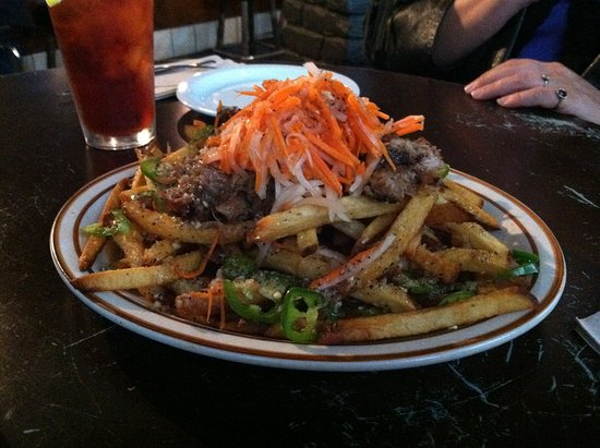 Broderick Restaurant and Bar: Bahn Mi fries...heart attack on a plate!