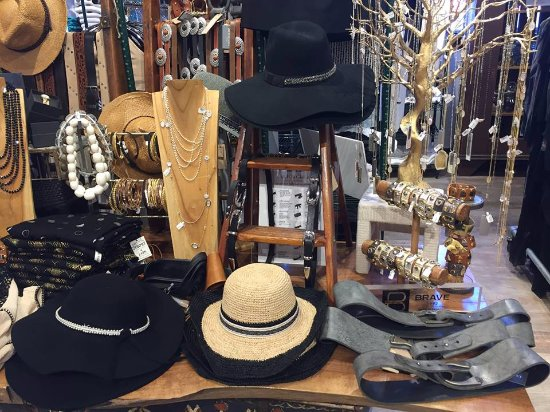 Thorold, Canada: hats, belts & details!