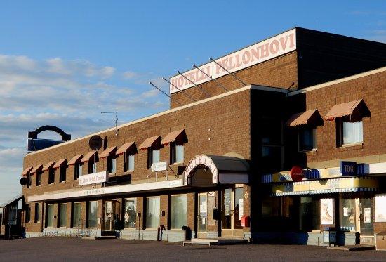 Hotel Hotelli Pellonhovi at the center of Pello in Finnish Lapland with evening sun