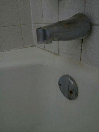 แวคาวิลล์, แคลิฟอร์เนีย: Water would not shut off