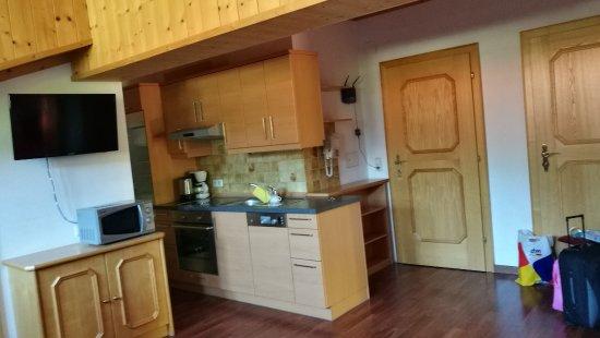 Pension Edelweiss: Küche / Wohnzimmer / Eingang