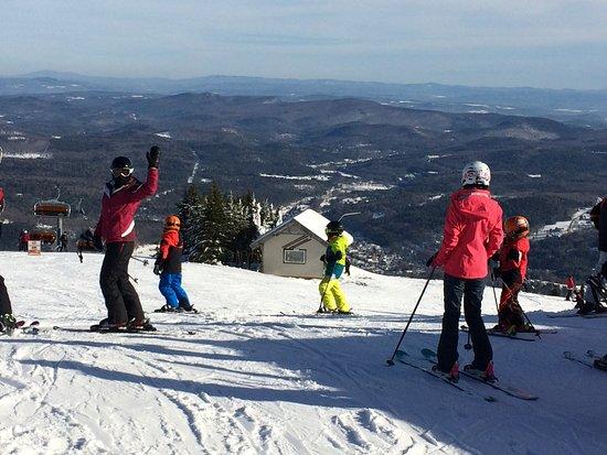 Ludlow, Вермонт: Skiers at the summit