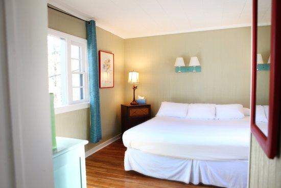 ذا باينز كوتيدجيز: Cabin 14 bedroom