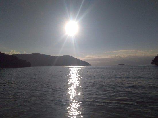 Abraaozinho Beach: Foto tirada às 4 da tarde. O mar estava muito calmo, parecendo uma piscina.