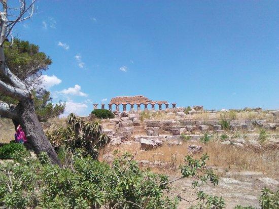 Il Giardino della Kolymbetra: L'entrata sotto il tempio di Giunone