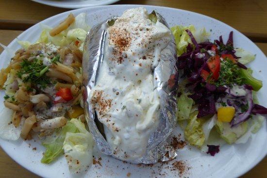 Villa Alice: Abendessen (Back-Kartoffel)