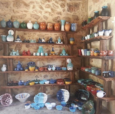 Gerani, Hellas: Maxis Traditional Handmade Ceramic Shop